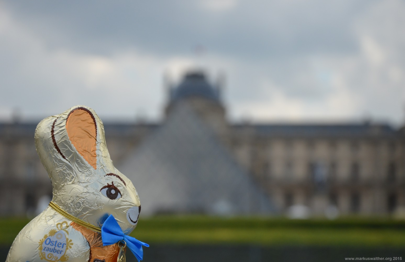 Osterhase am Louvre